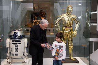Anthony Daniels C-3PO en su visita a la The Exhibition en Madrid