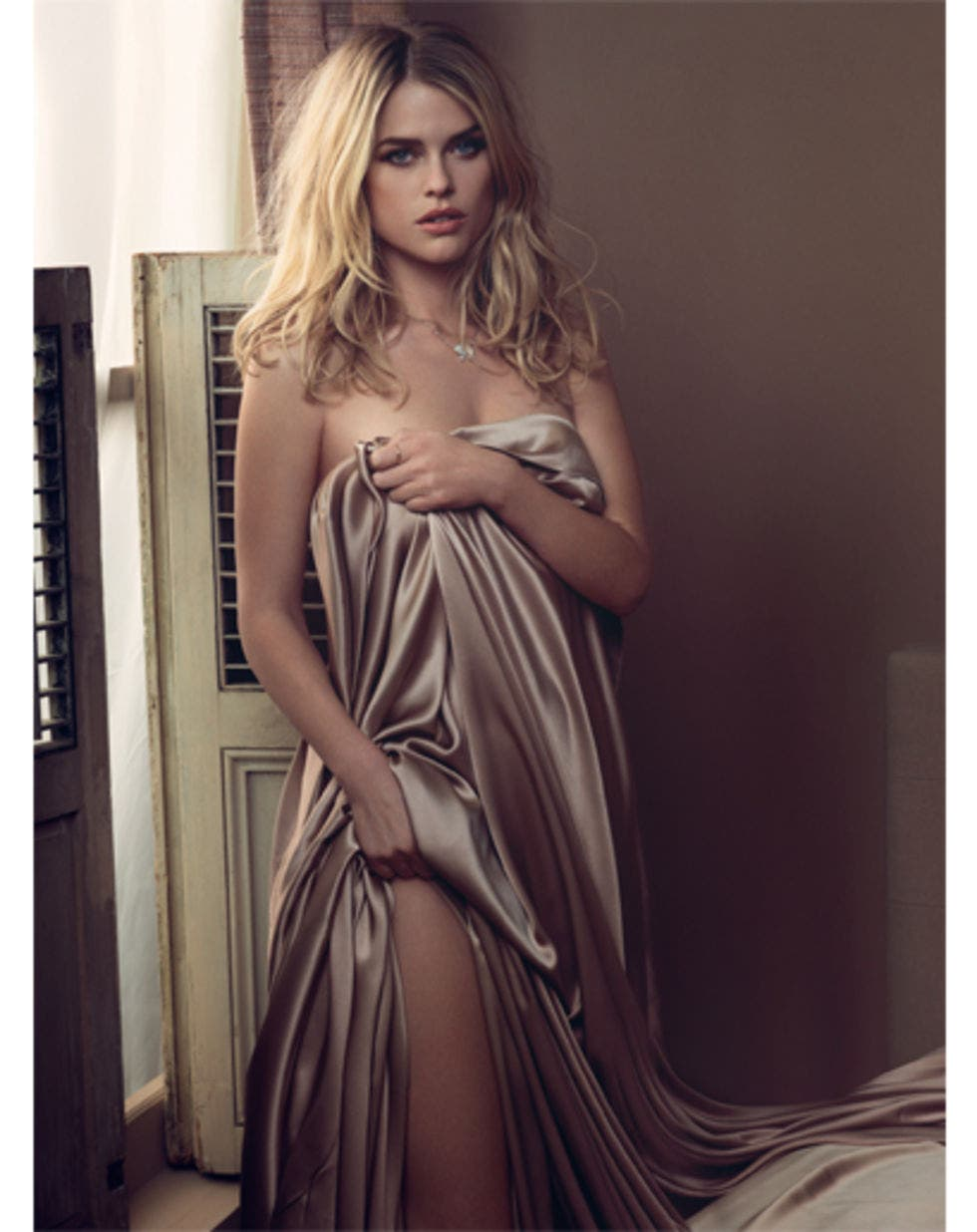 alice-eve-in-gq-magazine-june-2010-issue-not-hq-01