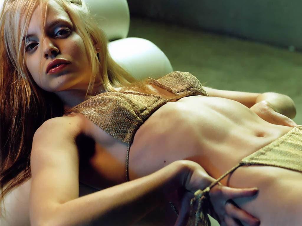 Chicas lamiendo pies Video Sexo Gratis - Babosas Porno