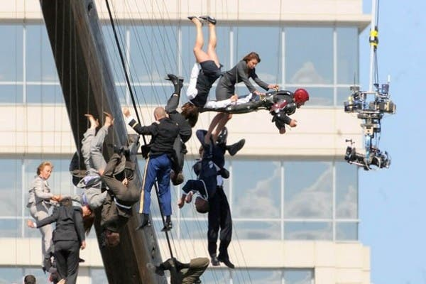 iron-man-3-set-photo-dangling-extras-cables