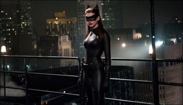 Anne Hathaway como Catwoman en the dark knight rises