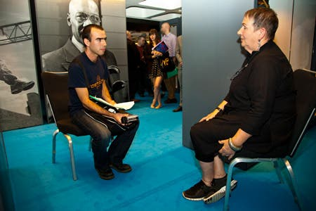 Diego Sánchez entrevistando a LindyHemming