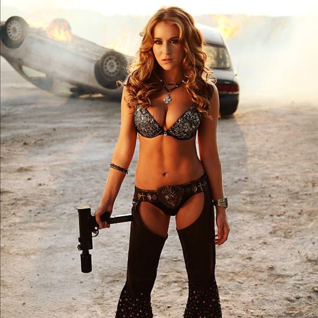 Alexa Vega-machete