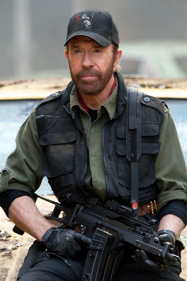 foto chuck norris en los mercenarios