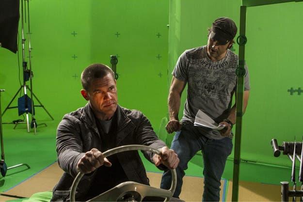 Josh Brolin recibiendo instrucciones del  director Robert Rodriguez