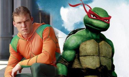 alan-ritchson-sera-Raphael-en-el-reboot-de-las-tortugas-ninja