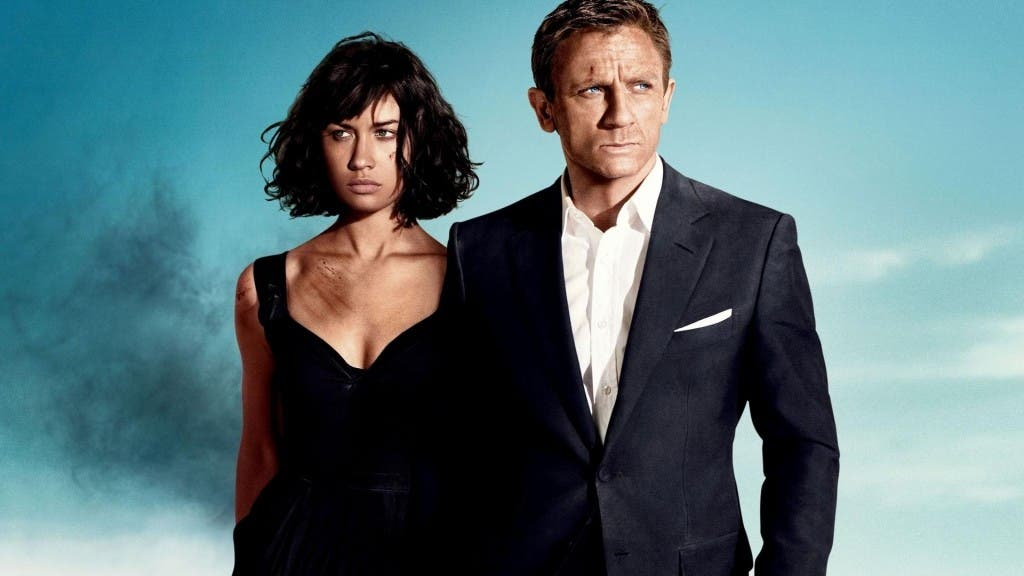 Olga Kurylenko junto a Daniel Craig en Quantum of Solace