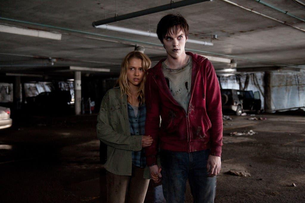 Teresa Palmer y Nicholas Hoult, en 'Memorias de un zombie adolescente'