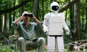 Frank Langella y su robótico amigo