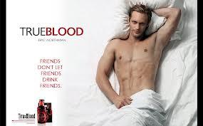 Alexander Skarsgard, en un cartel promocional de la serie