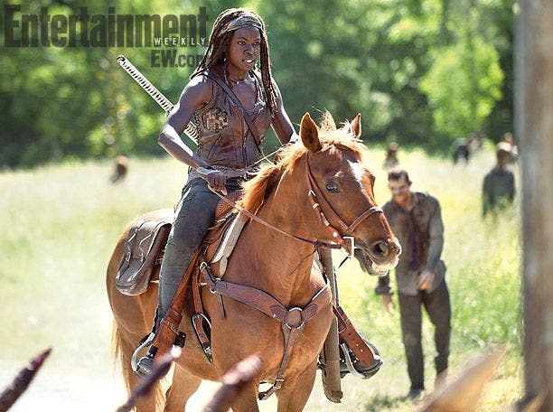Michonne a caballo en la cuarta temporada de The Walking Dead