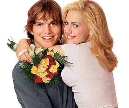 Murphy y Ashton Kutcher, en una imagen promocional de 'Recién casados'