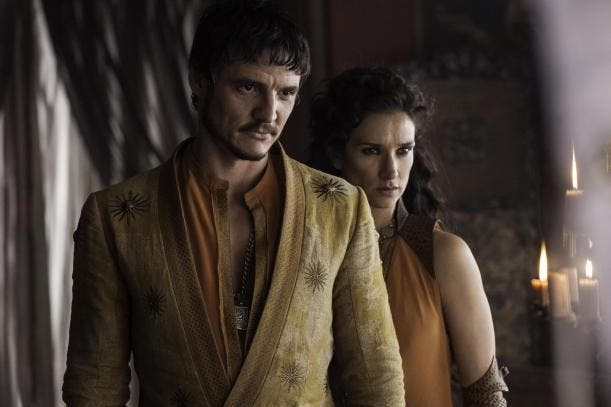 pedro-pascal-as-oberyn-martell-indira-varma-as-ellaria-sand_photo-helen-sloan_hbo
