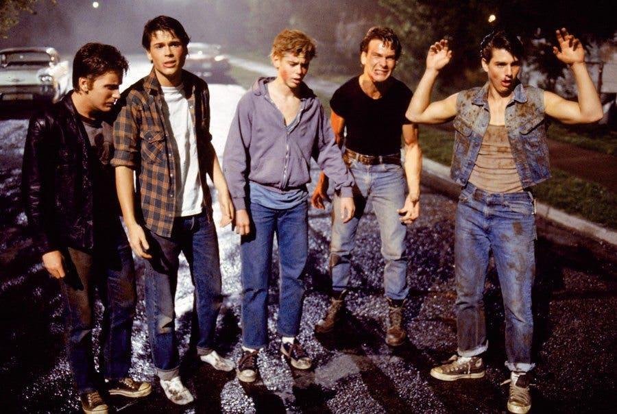 Rob Lowe y sus compañeros en Rebeldes