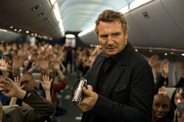Liam Neeson en un fotograma de NON-STOP