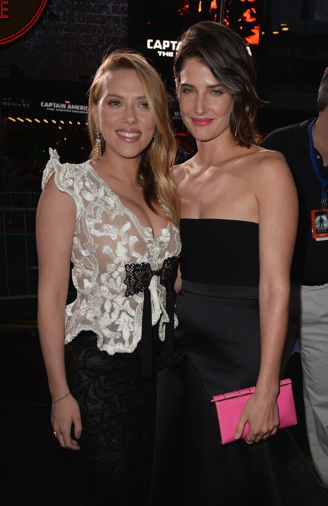 Scarlett Johansson (Viuda Negra) junto a Cobie Smulders (Maria Hill)
