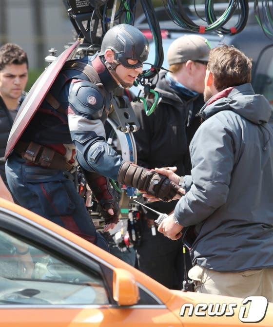 Chris evans es Capitán América, en 'La era de Ultron'