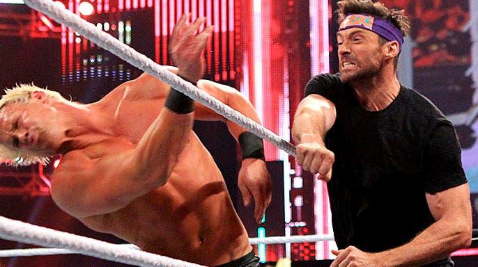 Hugh Jackman noqueando a Dolph Ziggler en la WWE RAW