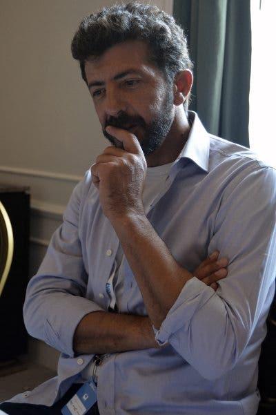 El director Alberto Rodríguez, durante la entrevista en San Sebastián