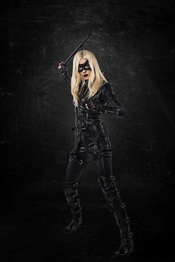 Katie Cassidy como Canario Negro (Black Canary)