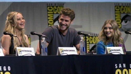 Imagen de los tres actores principales de la película 'Los juegos del hambre: Sinsajo - Parte 2' en la Comic-Con de San Diego 2015.