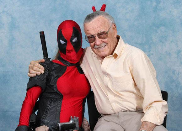 Stan Lee junto a Deadpool