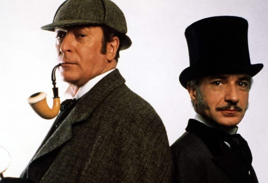 Michael Caine y Ben Kingsley como Sherlock Holmes y Watson