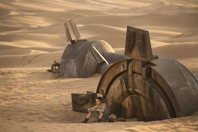 Star-Wars-el-despertar-de-la-fuerza-fotograma-de-Rey-en-Jakku