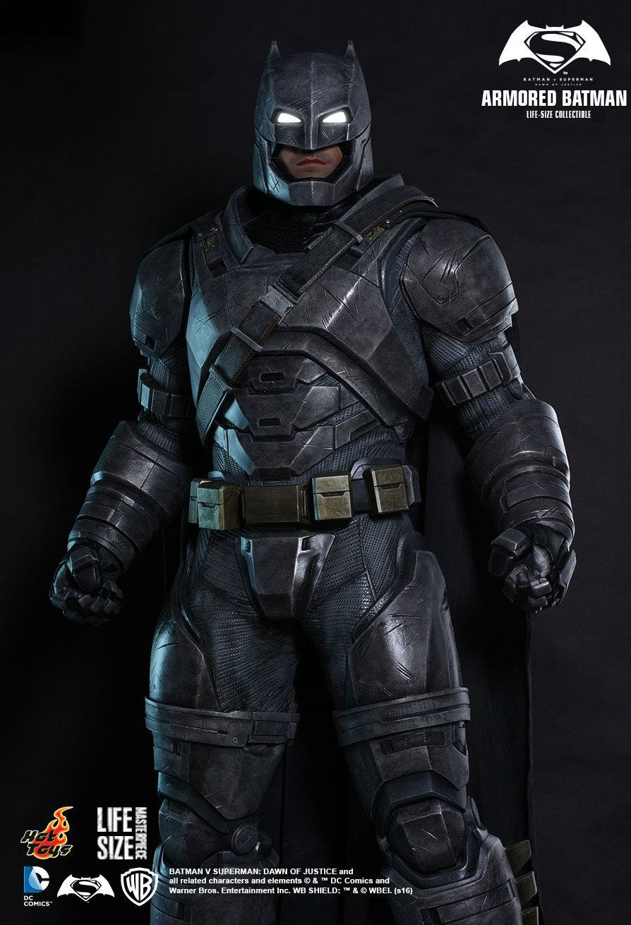 hot-toys-life-size-armored-batman-dawn-of-justice-statue-2