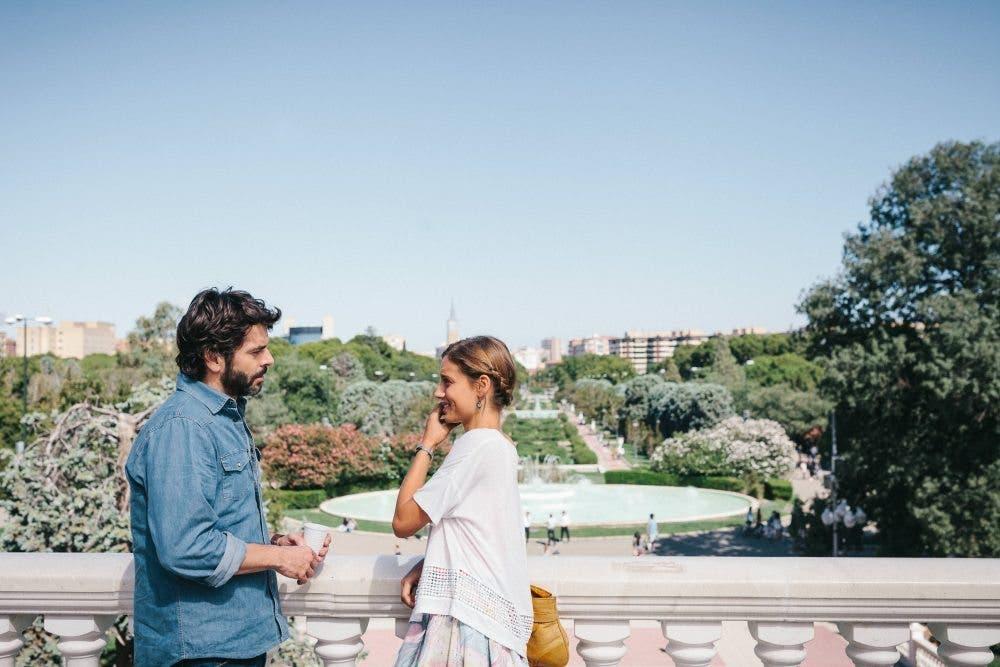 Fotograma de Nuestros Amantes, con Eduardo Noriega y Michelle Jenner