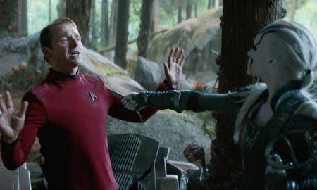 scotty conoce a Jaylah Star Trek: Más allá