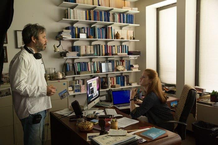 Denis Villeneuve junto a Amy Adams en el rodaje de Arrival