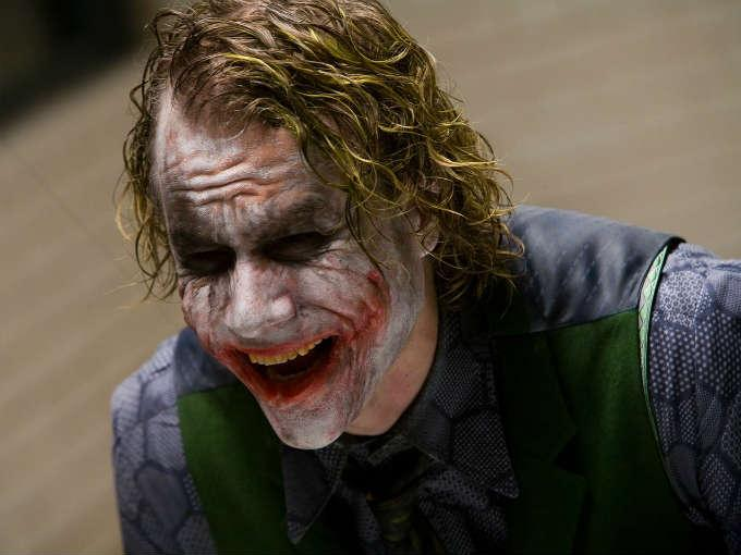 heath ledger como joker en el Caballero Oscuro