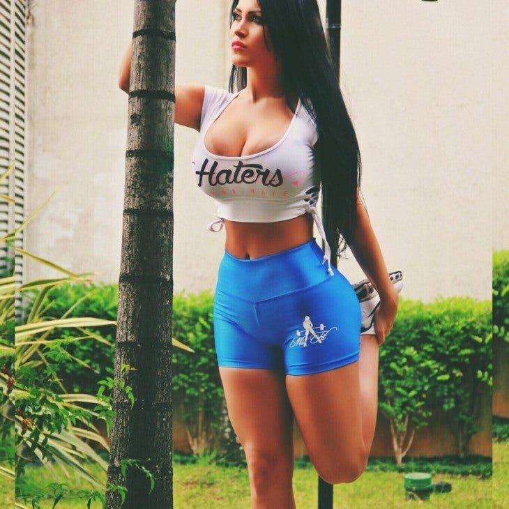 Claudia Alende la doble de Megan Fox Brasileña