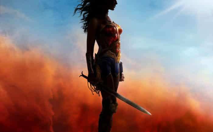 Gal Gadoot look griego Wonder Woman espada (1)