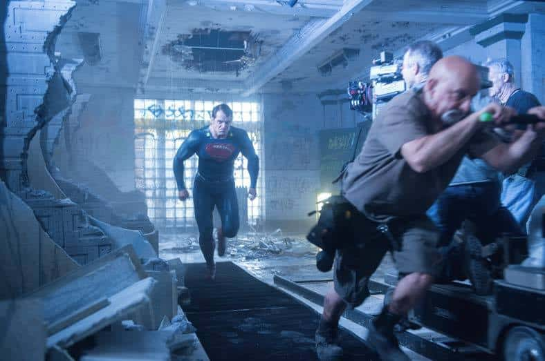 Henry Cavill vuela en Batman v Superman