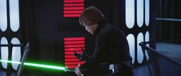 Luke Skywalker recupera el sable de luz de Star Wars El Retorno del Jedi
