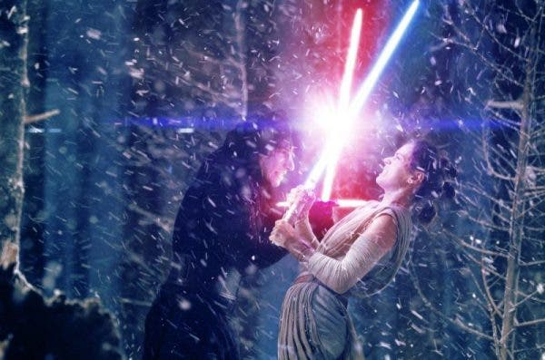 Rey y Kylo Ren pelean en 'Star Wars: The Last Jedi'