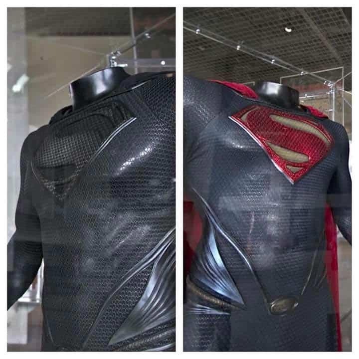 imagen del traje negro de Superman en la 'Liga de la Justicia'