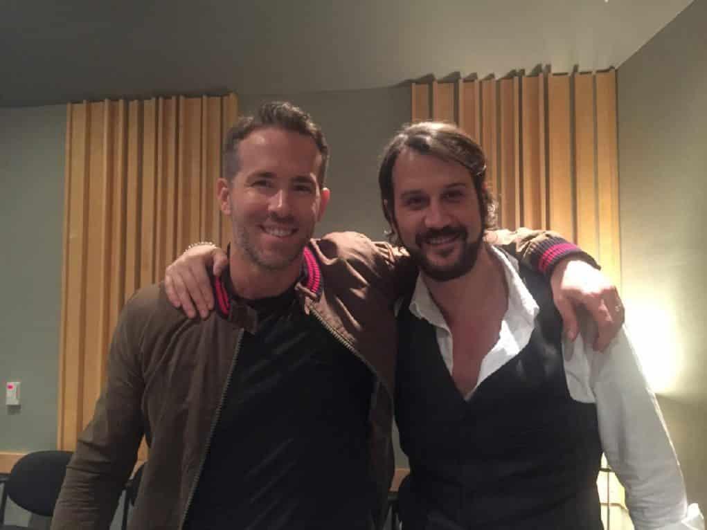 Stefan Kapicic junto a Ryan Reynolds