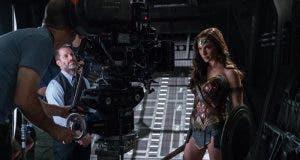 Wonder Woman felicita a Zack Snyder en la 'Liga de la Justicia'