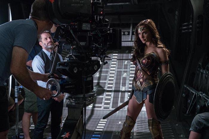 Wonder Woman felicita a Zack Snyder en la Liga de la Justicia