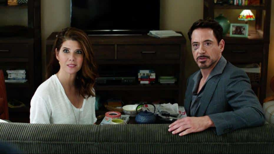 Marisa Tomei como Tia May junto a Robert Downey Jr en Capitan America Civil war