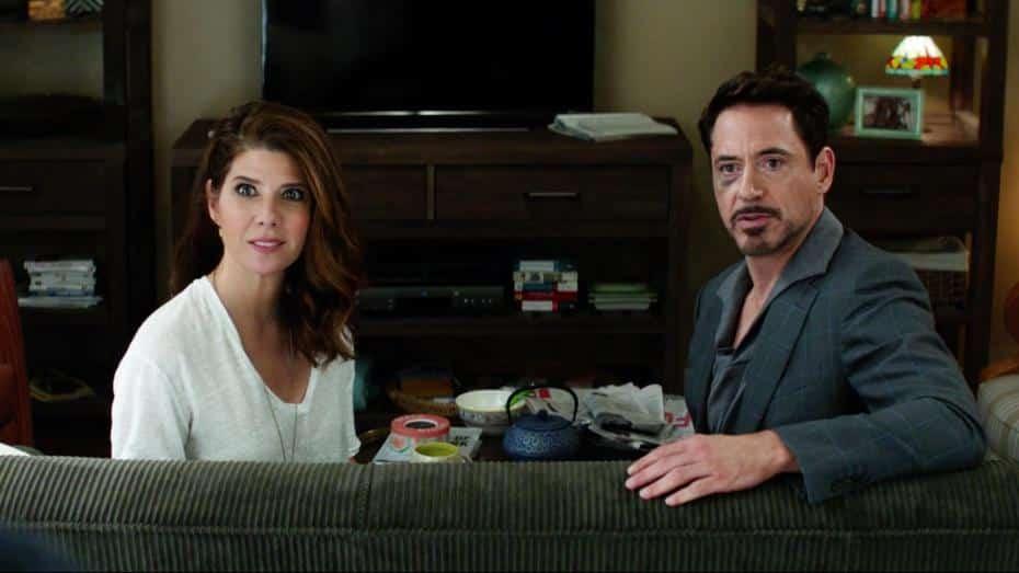 Marisa Tomei como Tia May junto a Robert Downey Jr en Capitan America Civil war