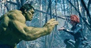 Hulk y Viuda Negra (Scarlett Johansson) en Vengadores: Infinity War