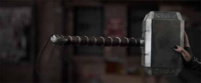 Escena del martillo en Thor: Ragnarok (1)