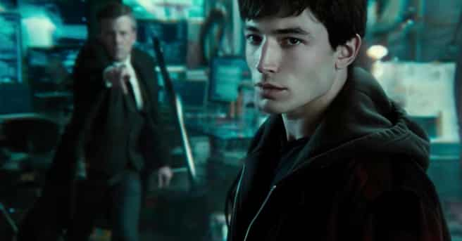 ezra miller es the flash en La liga de la justicia