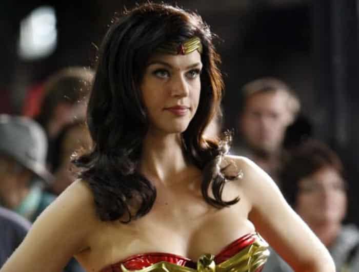 Adrianne Palicki como Wonder Woman
