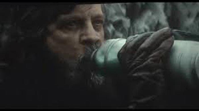 Luke bebiendo leche en Star Wars: Los Últimos Jedi