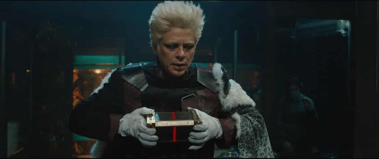 Tivan cuando le confían el éter en Thor: el mundo oscuro